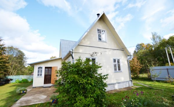 Загородный бревенчатый  дом в деревне Новое в 100 км от МКАД